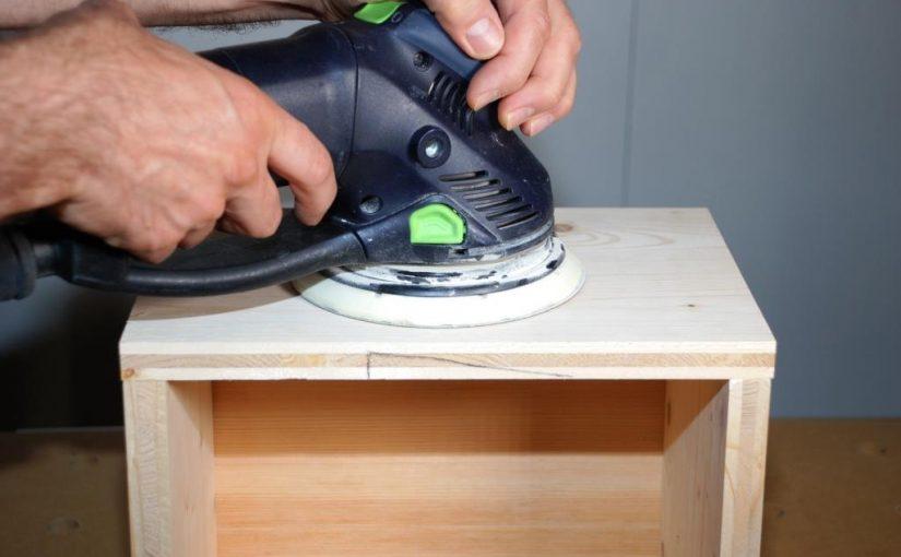 Schleifen von Holzoberflächen – Bearbeitungsspuren entfernen