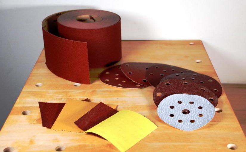 Schleifen von Holzoberflächen – welche Körnung beim Schleifpapier?