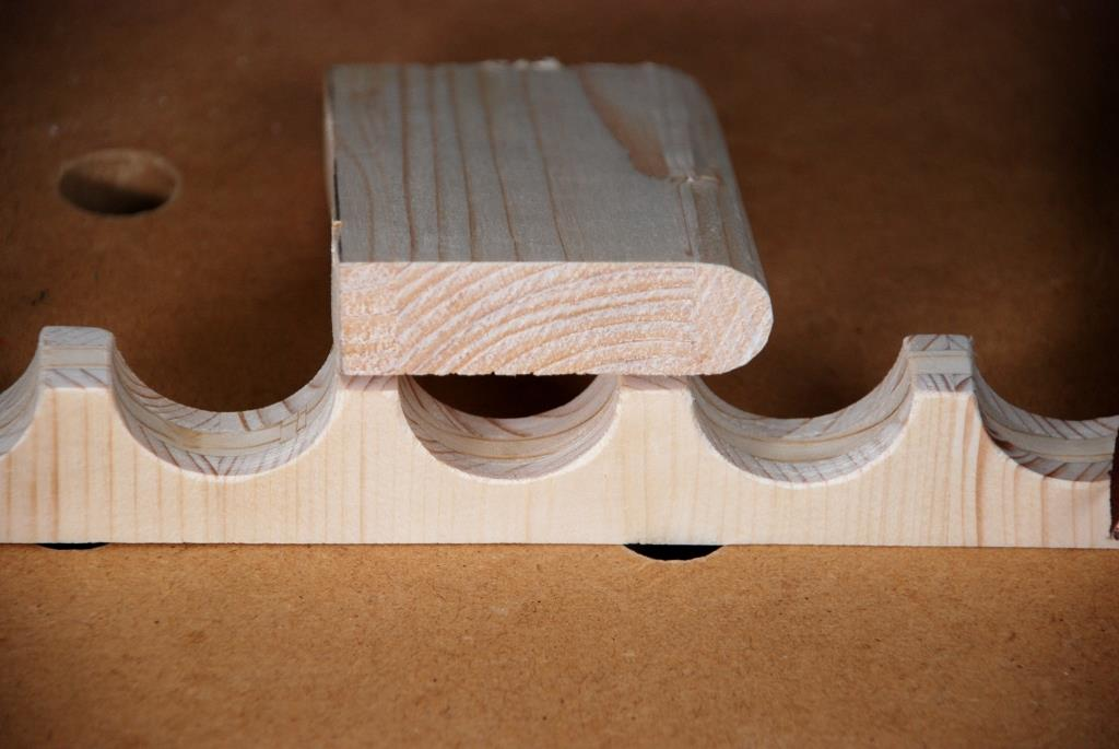 Schleifklotz für konkave Flächen auf einer Halteleiste