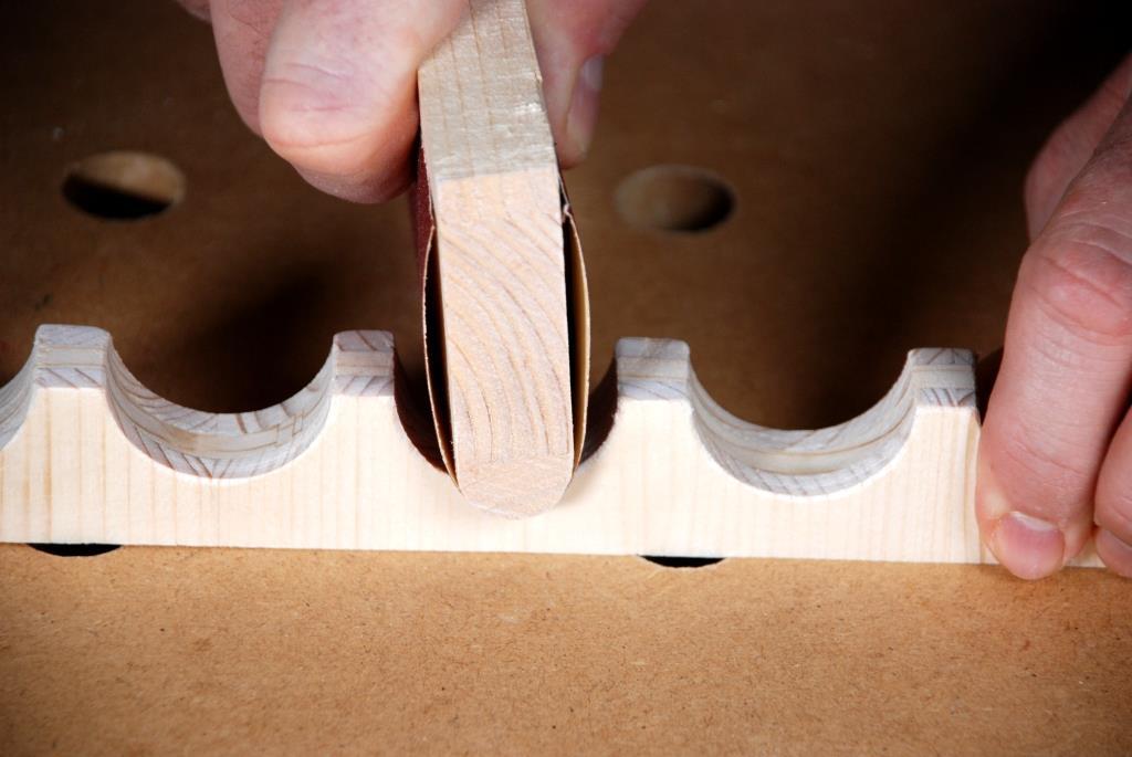 Schleifklotz für konkave Flächen mit Schleifpapier