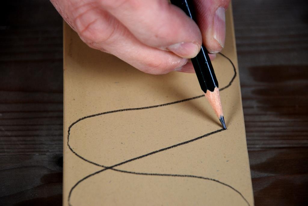 Wasserstein Oberfläche mit Bleistift markieren