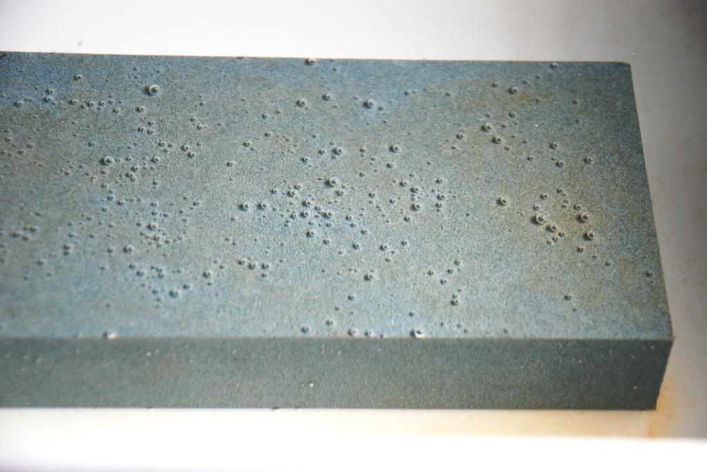 Japanischer Wasserstein im Wasser Luftblasen