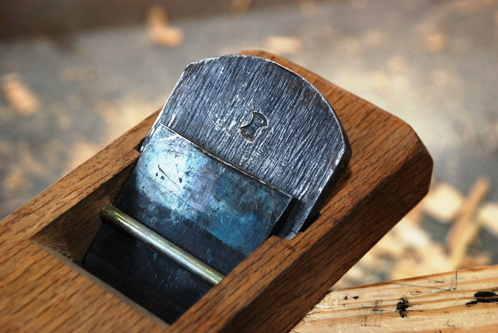 Japanischer Hobel mit Eisen und Klappe