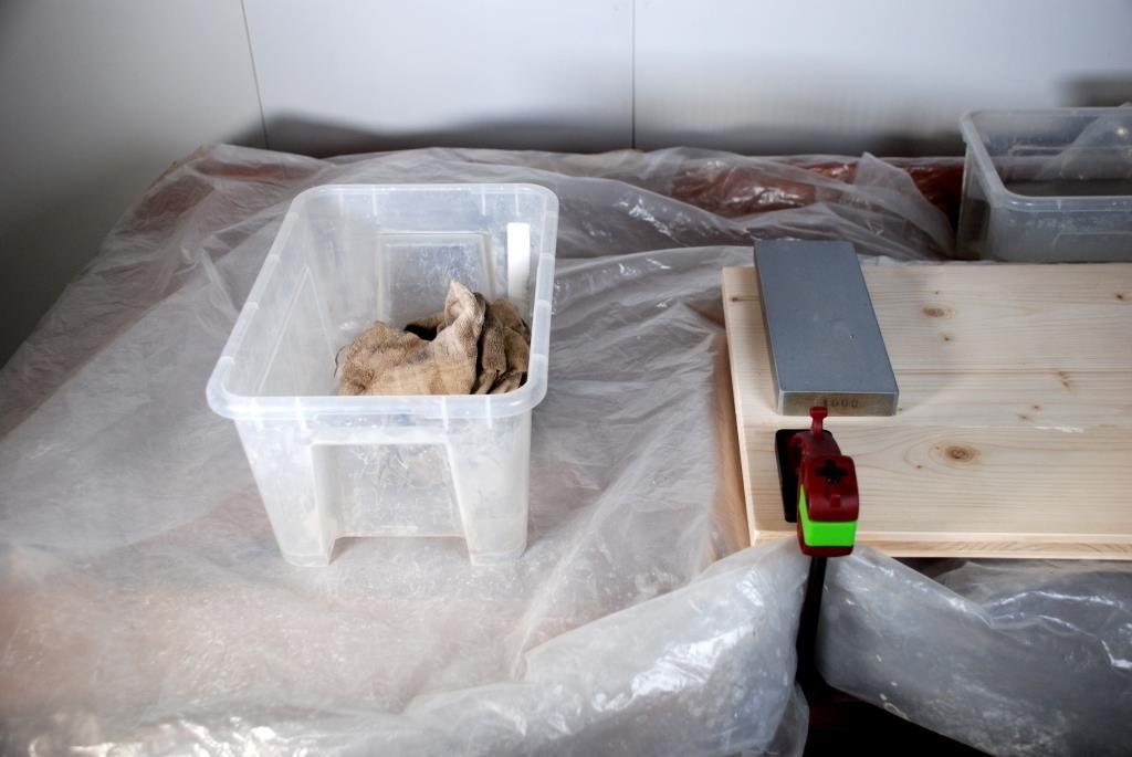 feuchte Lappen in einer Kunststoffbox