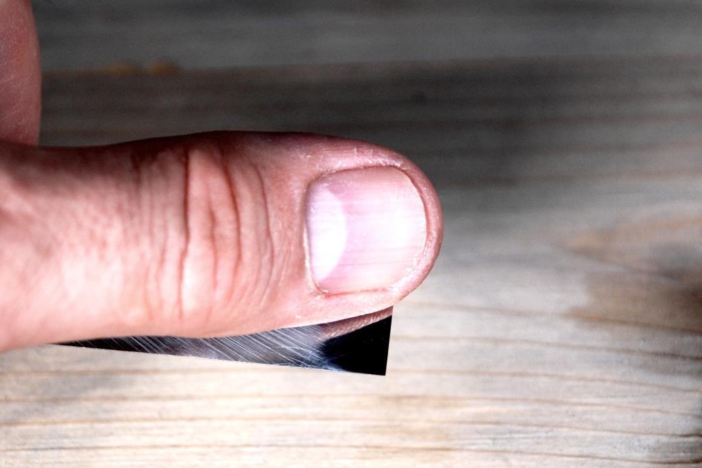 Grat spüren mit der Fingerkuppe