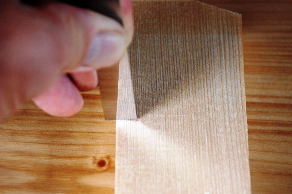 Spiegelseite spiegelt Holzstruktur